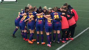 Las jugadoras del Barcelona hacen piña antes de su partido en Huelva