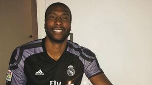 Marcus Slaughter, con una camiseta del Madrid duranbte su cumpleaños.