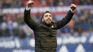 Borja Iglesias celebra la victoria en Pamplona.