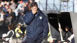 José González, técnico del Málaga, se desespera en la banda de...