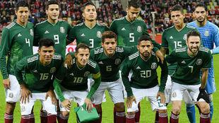 Foto oficial de México en el amistoso de 2017 ante Polonia.