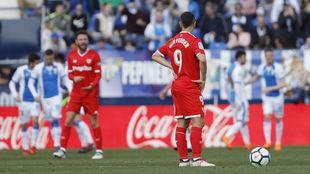 Ben Yedder se dispone a sacar de centro tras un gol del Leganés.