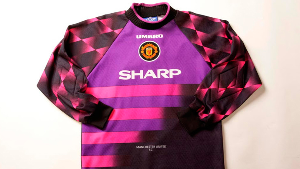newest 028cd c2732 Premier League: Manchester United could play in pink in 2018 ...