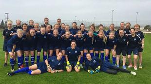 Selección femenina de Finlandia en la última concentración.