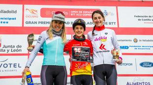 El podio femenino: Claudia Galicia, Rocío del Alba García y Elena...