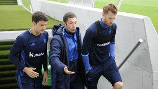 Labaka junto a Prieto y Zurutuza en una entrenamiento.