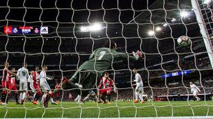Keylor no llega al cabezazo de Stuani en el primer gol del Girona
