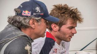 El asturiano y su mentor, durante un test con Peugeot en Portugal.