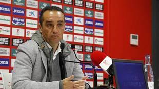 José Luis Oltra, durante la rueda de prensa de su despedida del club...