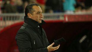José Luis Oltra durante su último partido como entrenador del...