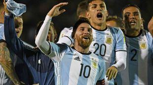 Leo Messi celebra un tanto con Argentina