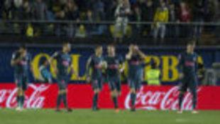 Los jugadores del Atlético, tras encajar contra el Villarreal.