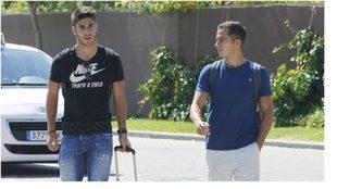 Asensio y Lucas, a la llegada de una concentración de España.