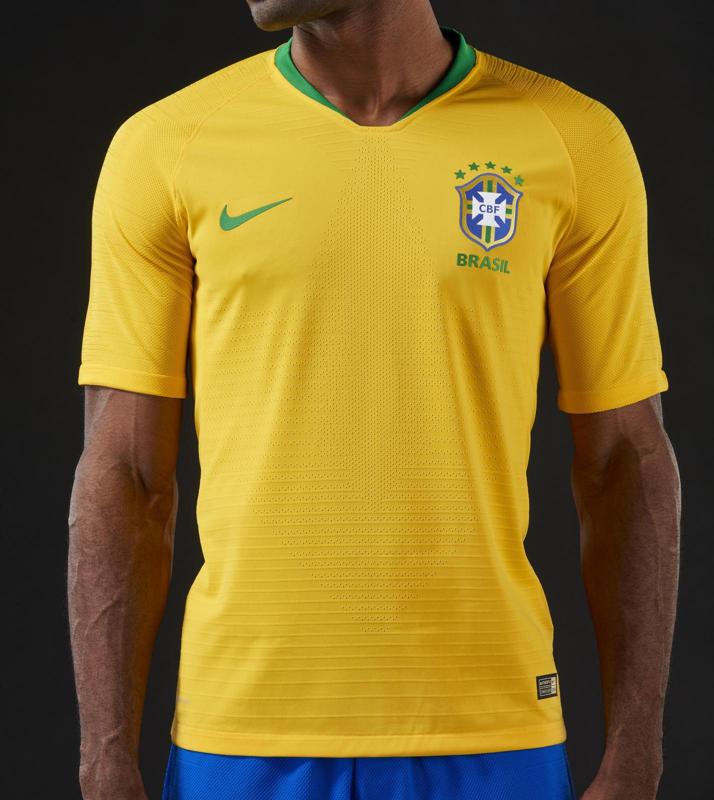 Nike presentó este miércoles las camisetas que vestirá Brasil en el  Campenato del Mundo que se celebrará en Rusia desde el 14 de junio al 15 de  julio de ... 6415b96c79c39