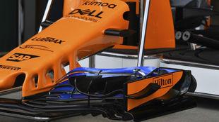 Detalle del alerón delantero del MCL33 en Australia.