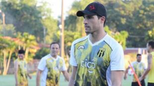Sebastián Saja en un entrenamiento con Guaraní.