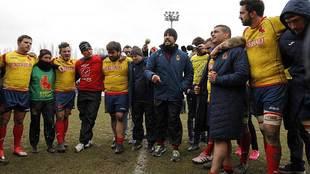 Jaime Nava arenga a sus jugadores al final de la dolorosa derrota en...