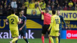 Fernández Borbalán muestra tarjeta roja a Vitolo en el partido del...