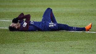 Neymar, tras lesionarse con el PSG /