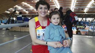 Mayte Martínez con su hija Carmen tras clasificarse para la final de...