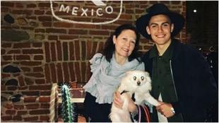 Dybala, durante su visita a un restaurante mexicano.