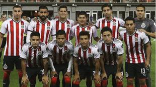 Las Chivas jugaron con un gran número de canteranos en su cuadro...