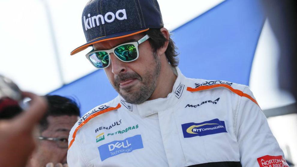 Alonso, hoy, durante las fotos oficiales de la temporada en Melbourne.
