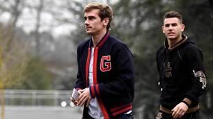 Griezmann y Lucas Hernández llegan a la concentración de Francia.