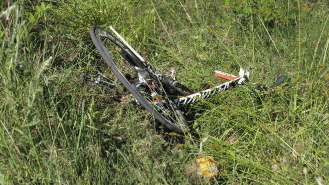 Una bicicleta, en el arcén tras un accidente