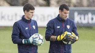Herrerín y Kepa, en un entrenamiento del Athletic.