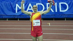 José Antonio Ureña celebra su victoria y su récord.