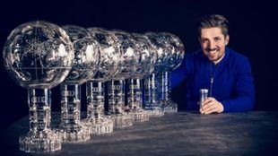 Marcel Hirscher posa con los siete Grandes Globos consecutivos, algo...