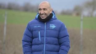 Abelardo, en un entrenamiento con el Alavés.