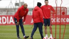 Lenglet, junto a N'Zonzi y Montella en un entrenamiento.