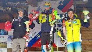 Juan del Campo, en el podio junto a Stefan Hadalin y Filip Zubcic.