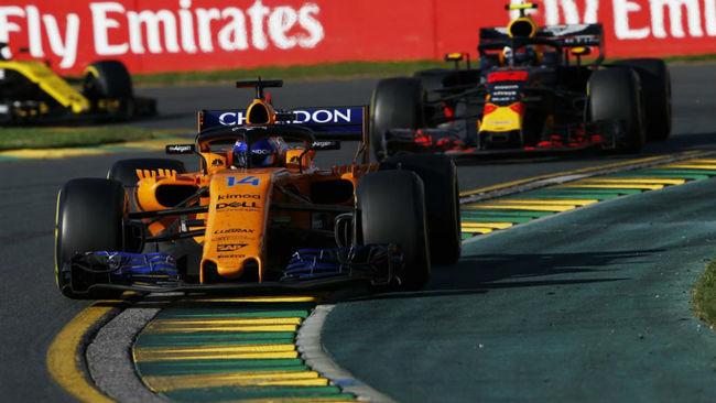Alonso, con Verstappen detrás en el GP de Australia.