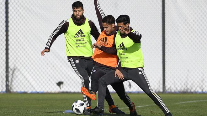 Araujo, Reyes y Vela, en entrenamiento previo a su viaje a Dallas.