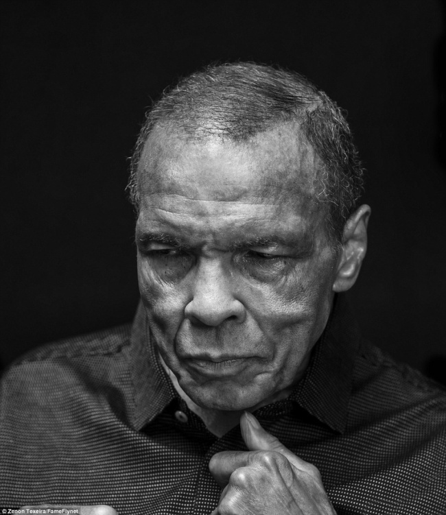 Muhammad Ali, 74 ans.  Il est décédé d'un choc septique après plus de trois décennies de lutte contre la maladie de Parkinson.