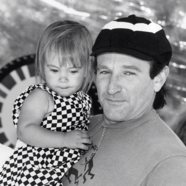 Robin Williams, 63 ans.  Il souffrait de démence à corps de Lewy, une maladie qui l'a poussé au suicide deux semaines à peine après avoir félicité sa fille pour son anniversaire en publiant cette photo sur son compte Instagram.