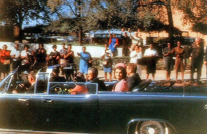 John F. Kennedy, 46 ans.  Image prise quelques instants avant l'assassinat du président des États-Unis le 22 novembre 1963.