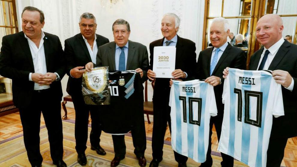 Representantes de la candidatura de Uruguay, Paraguay y Argentina para...