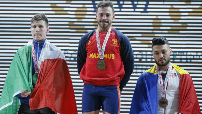 Josué Brachi en el podio del Europeo de Bucarest con su medalla de...
