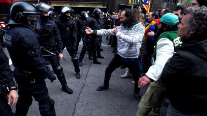 Se enfrentó a los antidisturbios mediante técnicas del arte marcial