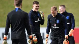 Hart y Butland bromean durante un entrenamiento de Inglaterra.