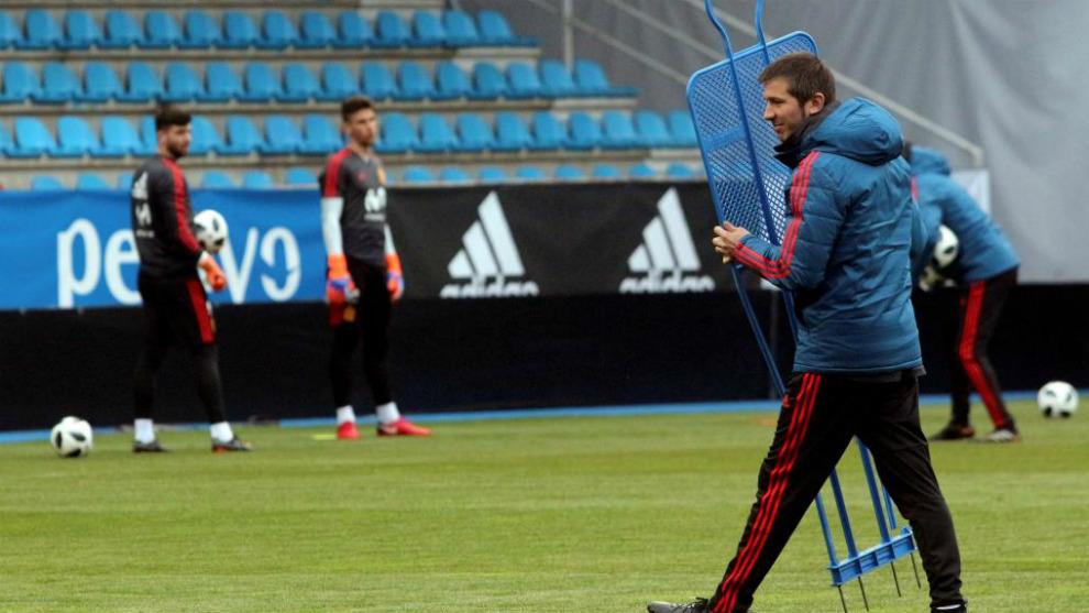 Albert Celades, durante un entrenamiento de la selección sub-21