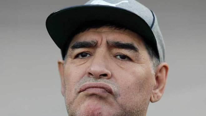 Diego Armando Maradona, con gesto pensativo.