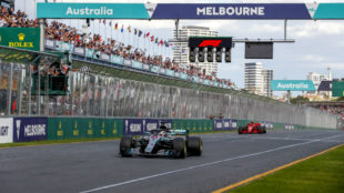 Lewis Hamilton, seguido por Kimi Raikkonen en la meta del pasado Gran...
