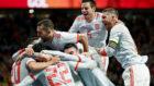 España celebra uno de los goles de Isco a Argentina