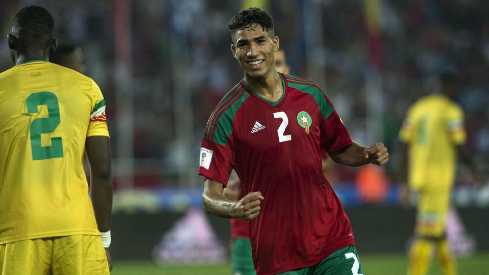 Achraf celebra un gol ante Mali con la selección de Marruecos
