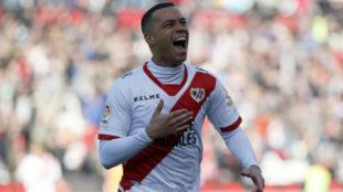 Raúl de Tomás celebra un gol contra el Reus.